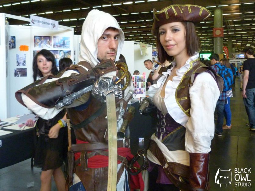 Seith et Vela Cosplay dans leurs costumes d'Assassin's Creed