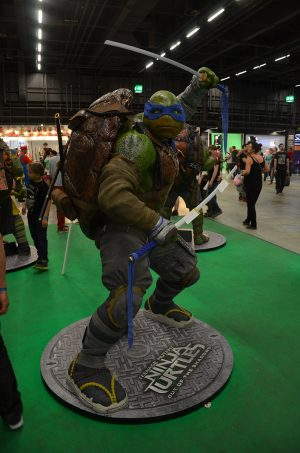 Encore une statue : Tor-tues Ninja Tooortues Nin-ja...