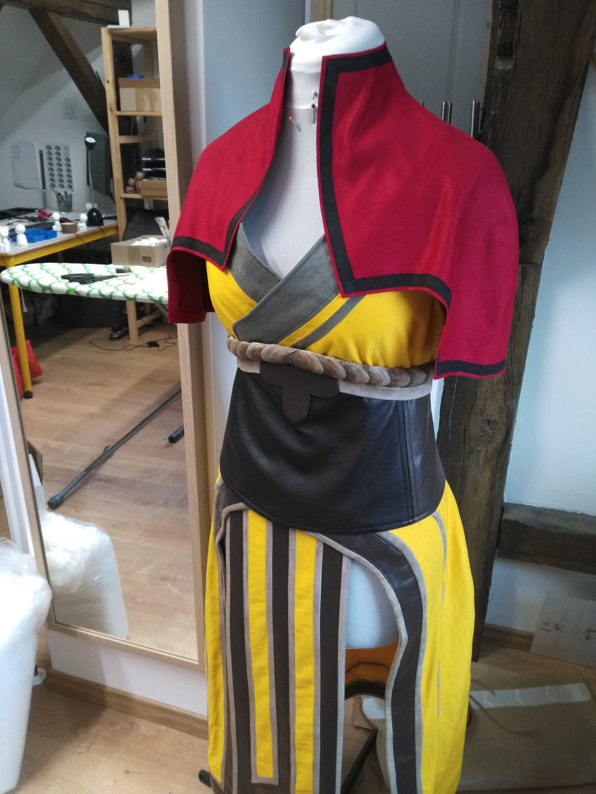cosplay moniale cape suédine