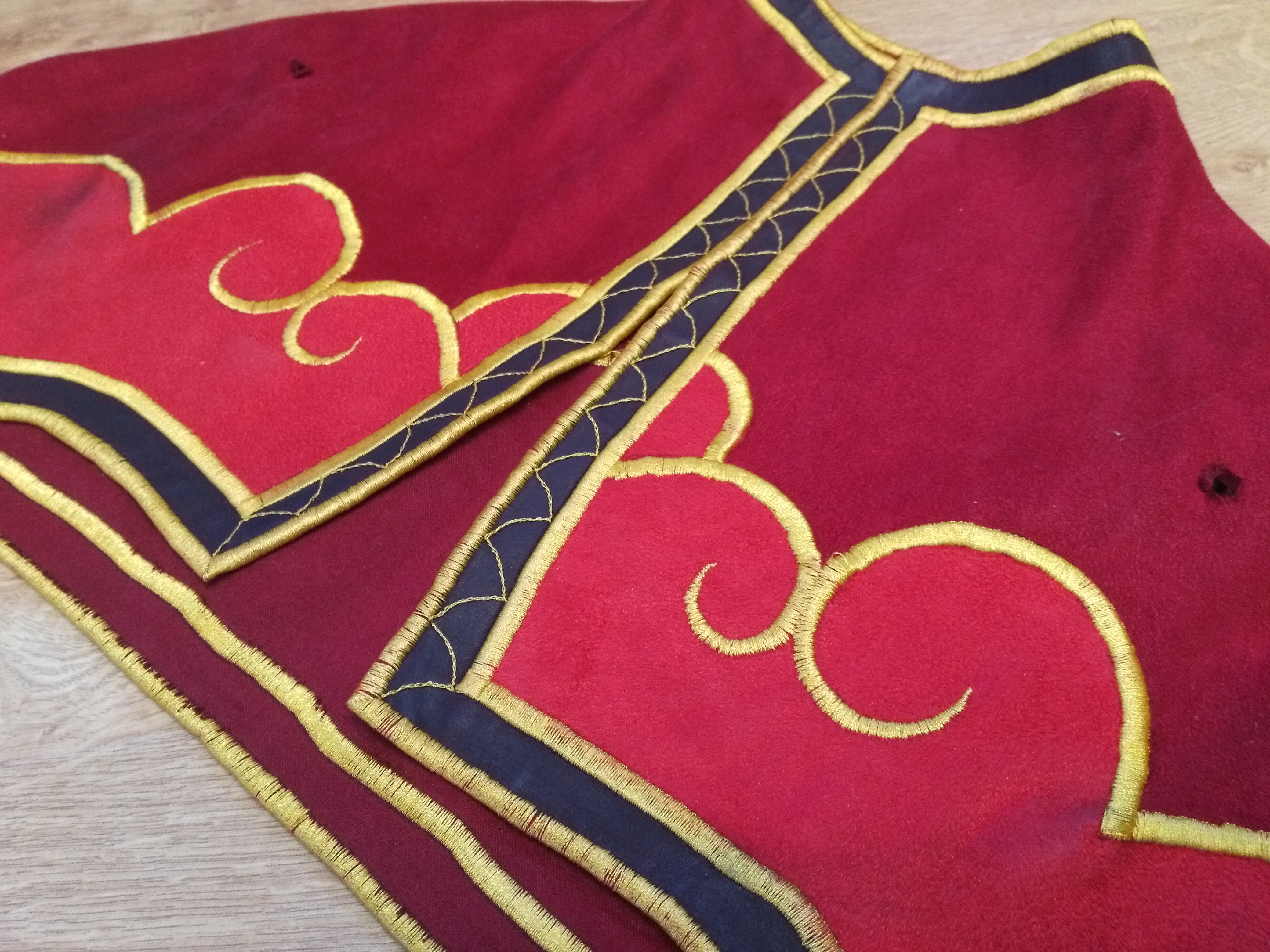 cape broderie moniale cosplay